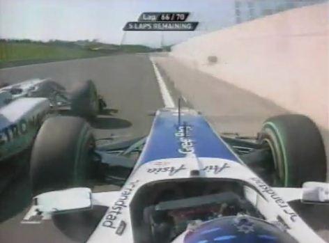 Schumacher tasse Barrichello contre le mur en Hongrie