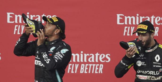 Hamilton shoey avec Ricciardo